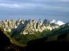 La fine merlettatura delle cime degli Spalti di Toro dalle sorgenti di Confìn