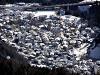 Una veduta invernale del centro urbano di Lozzo di Cadore ripresa da Soracrode.