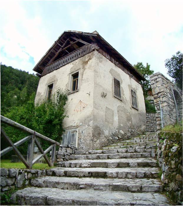 Una ripresa panoramica, leggermente alterata, della facciata principale del mulino Del Favero.