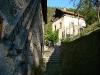 Il viottolo che affianca il mulino Calligaro; sullo sfondo il mulino Del Favero