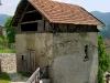 Facciata nord del mulino Del Favero. La porta dava accesso al locale adibito a laboratorio di tessitura.