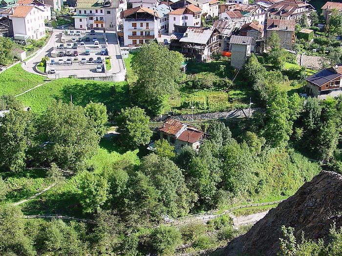 """Il mulino è conosciuto come """"dei Pinza"""" ma in realtà l'edificio è composto da due unità: quella superiore ospitava il mulino Zanella in Loda, quello inferiore il mulino dei Pinza."""