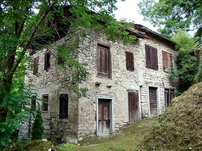 Vista prospettica delle facciate sud-est ed est del mulino detto dei Pinza.