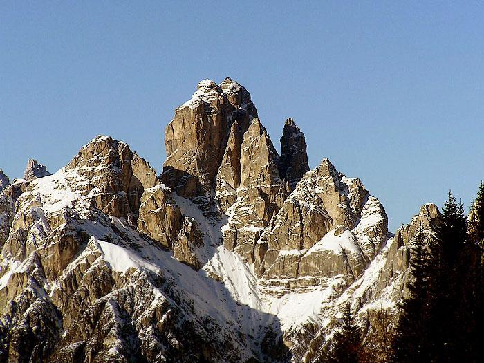 La Croda dei Toni nella Dolomiti d'Auronzo ripresa da Pian dei Buoi