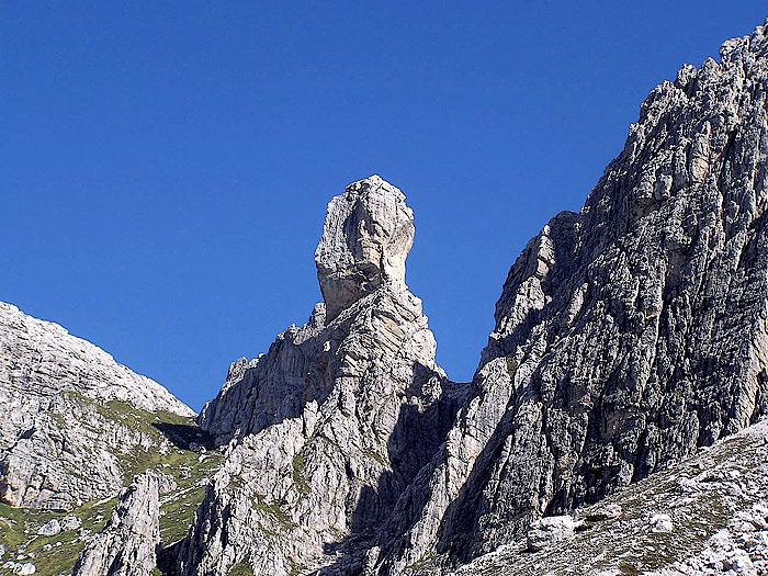 La torre dolomitica del Pupo de San Laurenzo (Pupo di Lozzo) dalle sorgenti di Confìn
