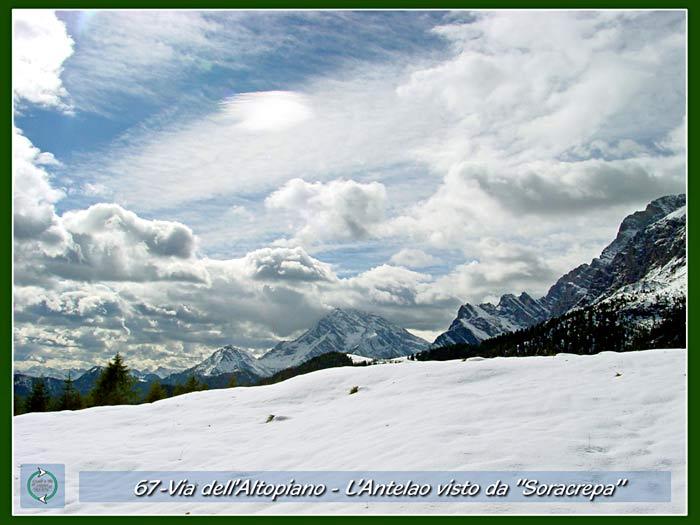 foto: panorama verso l'Antelao dai tabià di Soracrepa a Pian dei buoi, sulla Via dell'Altopiano