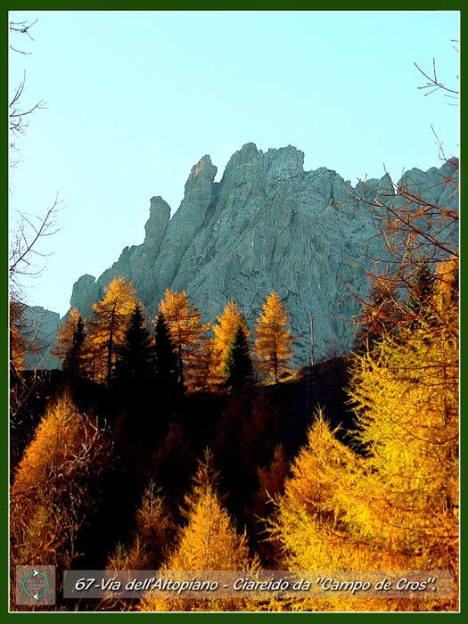 foto: il Ciarìdo dai tabià de Cianpo de Cros sulla Via dell'Altopiano