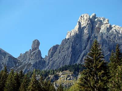 Scorcio sul Pupo e la cima sud-ovest del M. Ciarìdo dal sentiero di Val Sgrioi