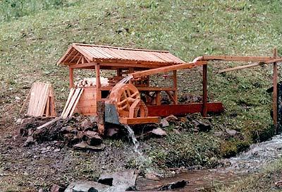 """Il primo modello funzionante di segheria """"alla veneziana"""", esposto a Rizzios nel 2004 (Arch. R. David)"""