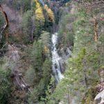 La forra del Rin de Cianpeviei (o Rin de Faé) dalla costa adiacente