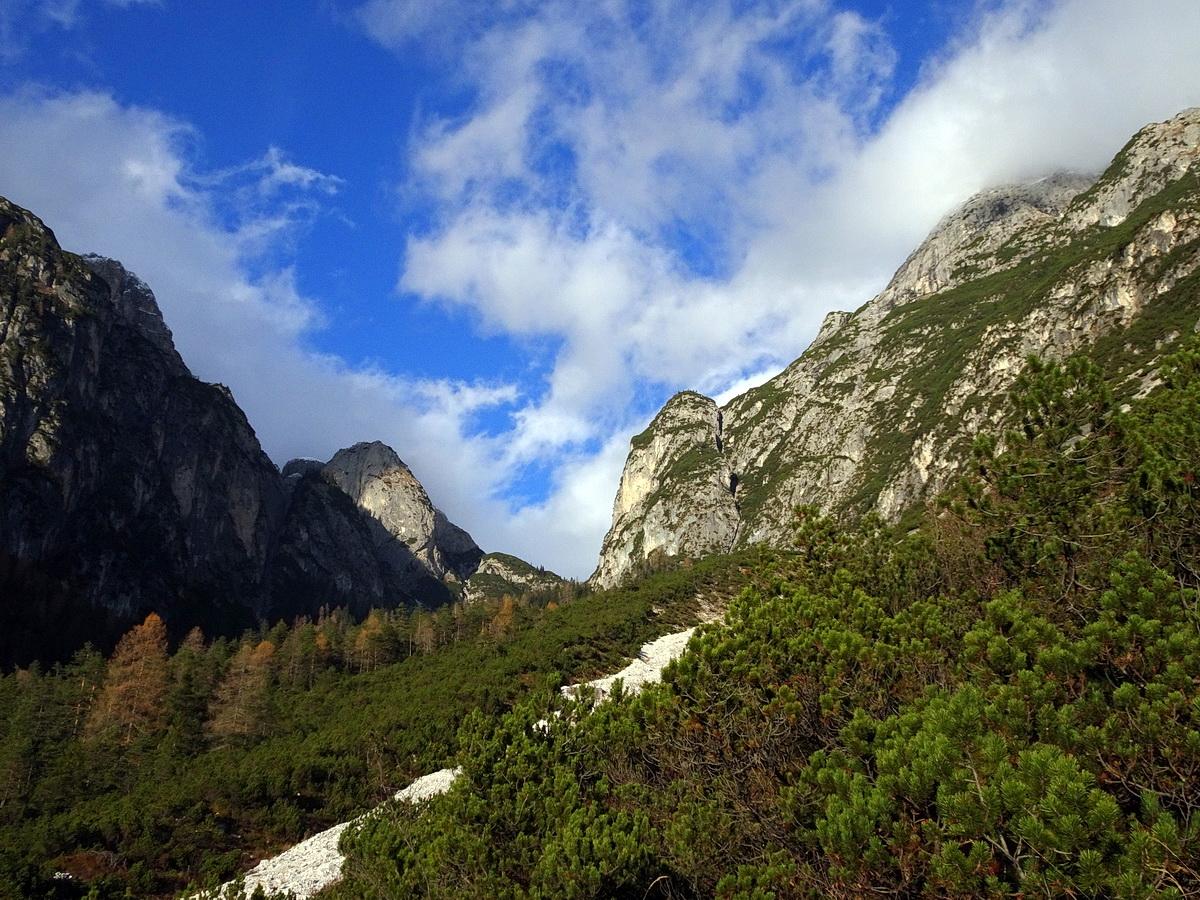 Da Fagaredo in Val d'Ambata verso il Castellato d'Ambata