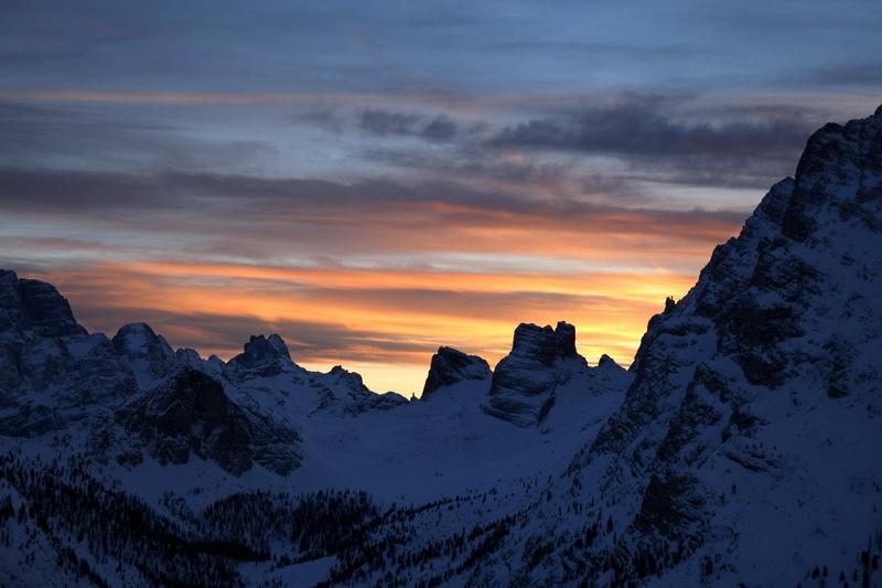 Val Popena Alta con il Corno d'Angolo e le Torri Popena dall'ultimo tornante della strada per il Rif. Bosi