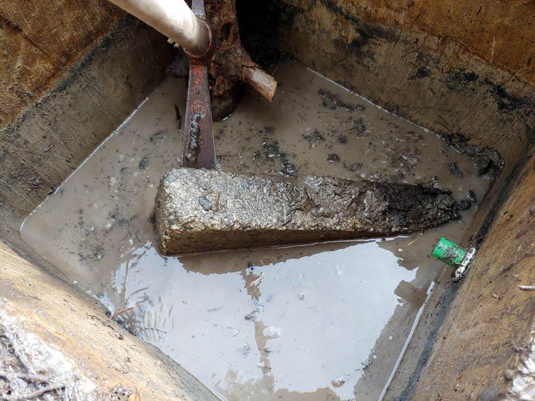 svuotamento melma pozzetto ai piedi della sorgente dei Ciantoi - foto 03