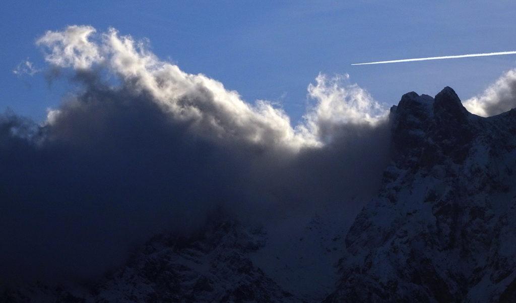 Croda Bianca (avvolta dalle nubi), Cimon del Froppa e Selle Est da Fagaredo in Val Ambata