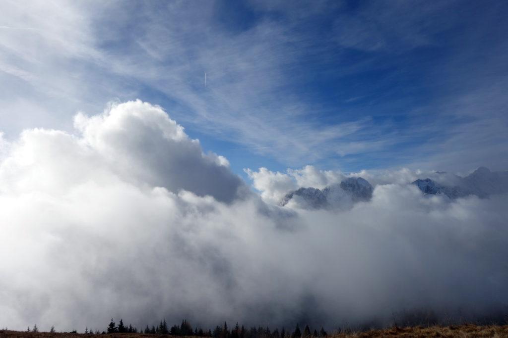 Nubi in evoluzione dal Monte Zovo: si riconosce l
