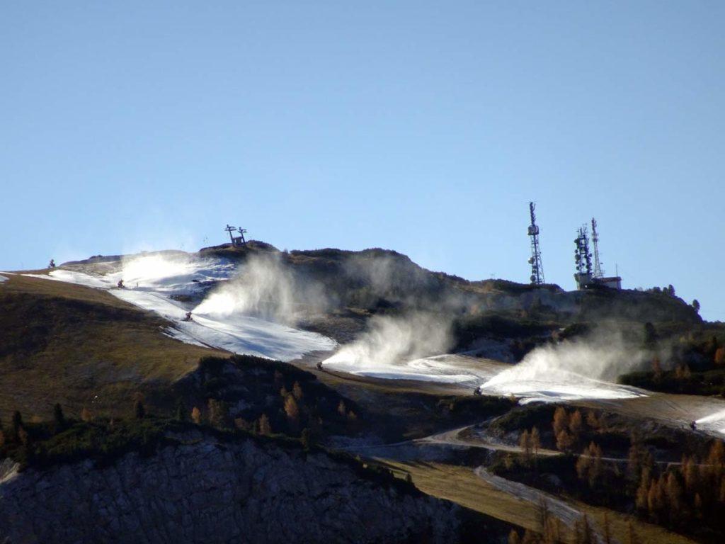 3 novembre 2016: dai pressi di Cima Perosego, cannoni spara-neve sui Tondi del Faloria