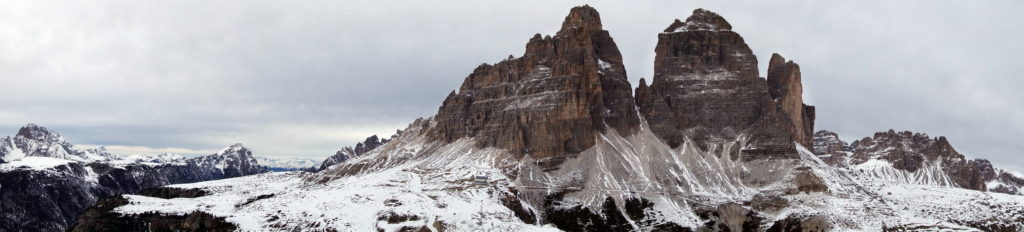Tre Cime dalle Cianpedele; a sinistra Croda Rossa, Croda del Becco e Picco di Vallandro; a destra Paterno e Croda Passaporto