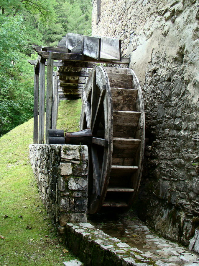 """Ruota di mulino a cassetto con carico """"per di sopra"""" (Roggia dei Mulini di Lozzo)"""