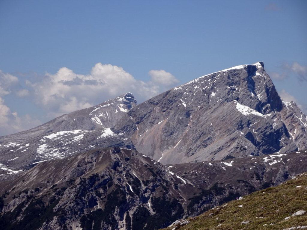 Croda del Becco salendo al Picco di Vallandro; più lontano il Monte Sella di Sennes