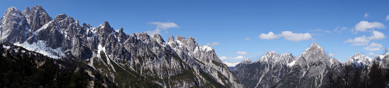 Panorama dal M. Brentoni alla Creta di Mimoias ripreso dall'ex ricovero di guerra di Val Inferno