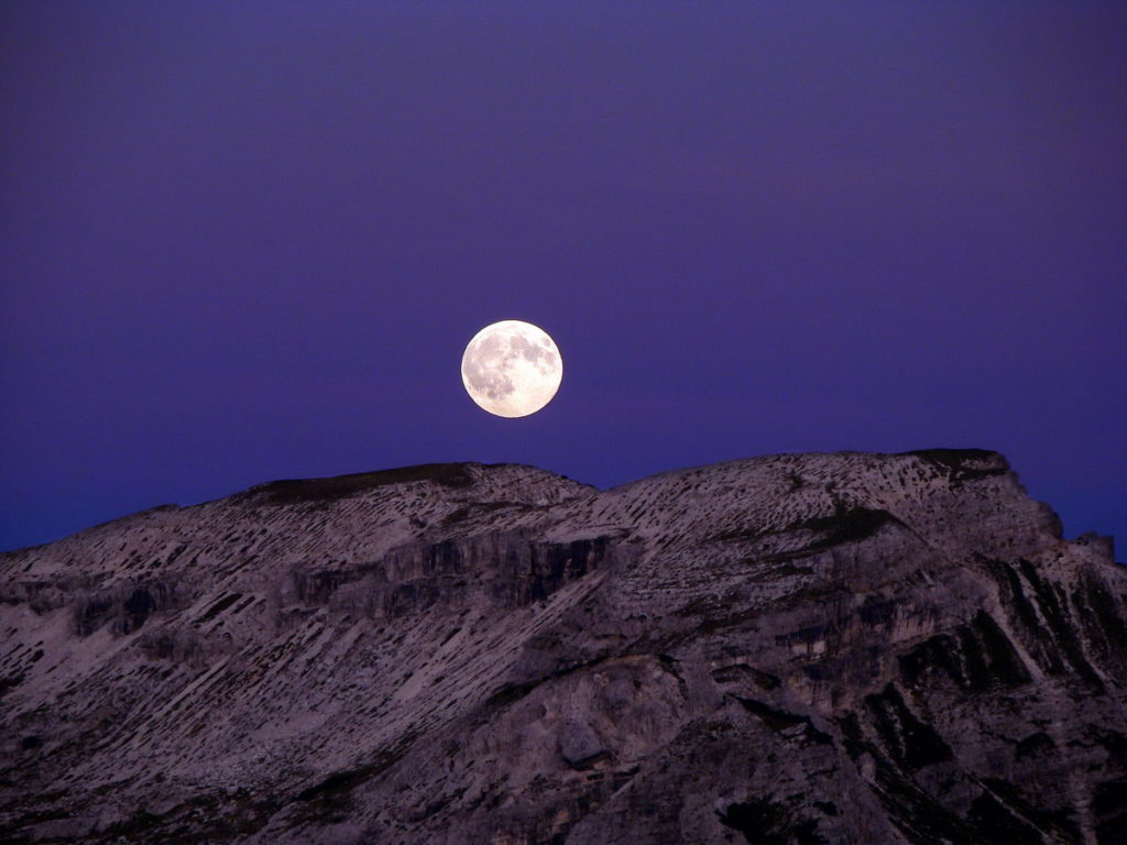 Luna sorgente sulle Cianpedele da Monte Piana